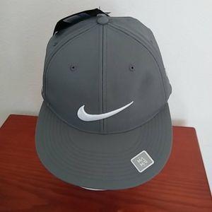 Nike Golf Dri Fit Flexfit Cap baseball Hat M/L